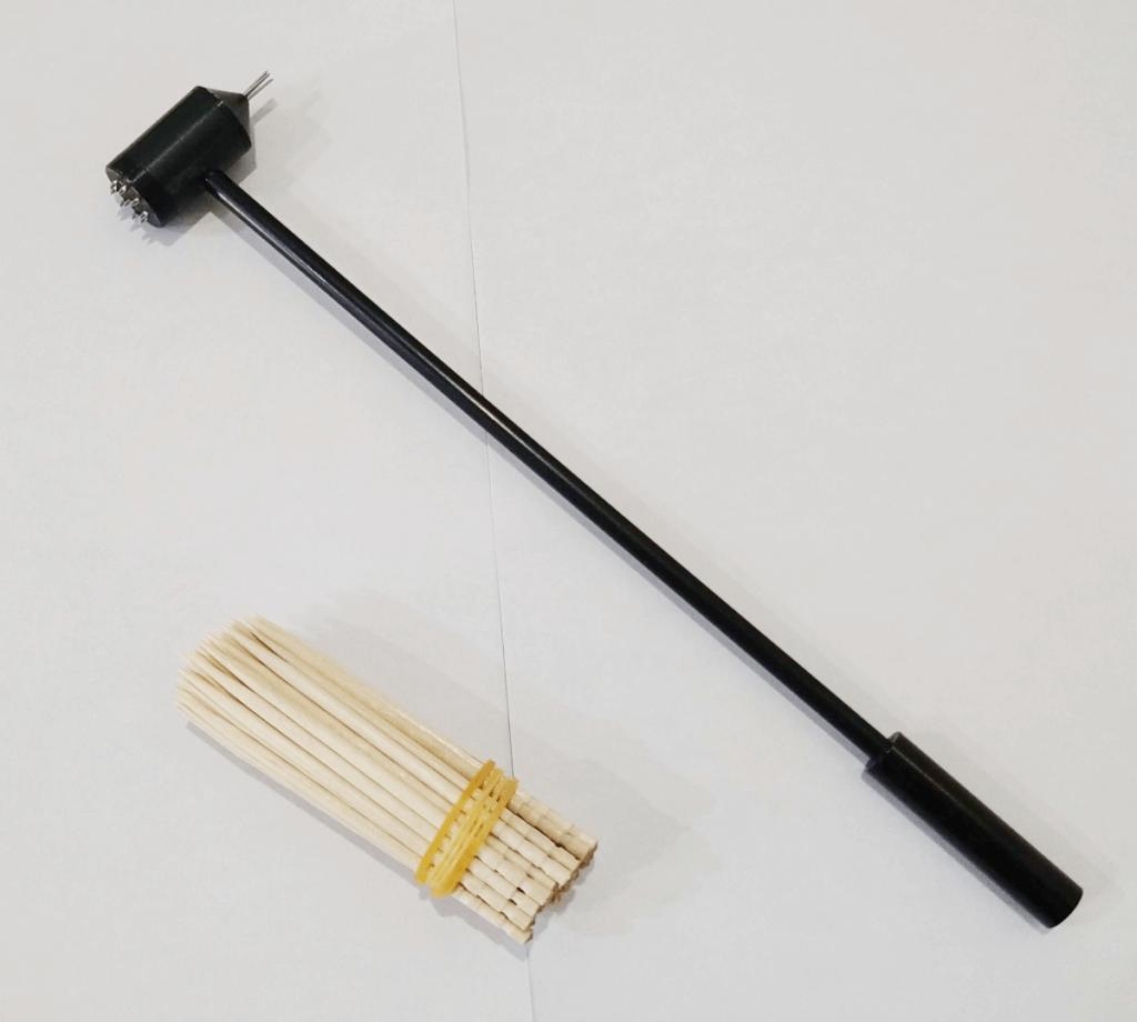 梅花鍼(ばいかしん)と、つまようじで作った簡易鍼